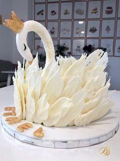 Tort de vanilie cu zmeura decorat lebădă White Chocolate Cake, Birthday Parties, Party, Desserts, Kids, Food, Anniversary Parties, Tailgate Desserts, Young Children