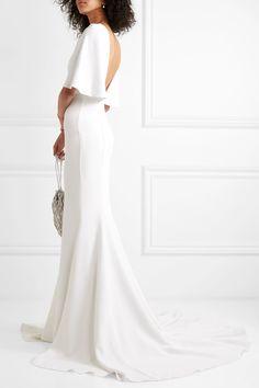 Weiß Robe aus Crêpe mit Cape-Effekt | Cushnie | NET-A-PORTER Wedding Dress Brands, Wedding Dresses, Prom Dresses, White Gowns, White Dress, Cape Dress, White Chiffon, Ivory Dresses, Models