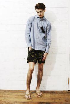 shirt ¥21,000 shorts ¥11,000 sandals ¥13,800