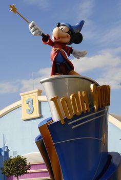 Walt Disney Studios Park - Toon Studios, Disneyland Paris Disney Land, Disney Parks, Walt Disney Studios, Disney Theme, Disneyland Paris, Christmas Ornaments, Holiday Decor, Travel, Costumes