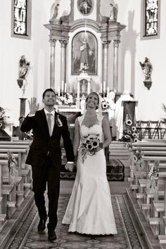 Studio ME & You - photographe de mariage Vaud - Valais - Genève - Fribourg - Neuchâtel - Photos cérémonie mariage - photobooth - Gruyère. studiomeandyou.com Mermaid Wedding, Marie, Studio, Wedding Dresses, Photos, Fashion, Photography, Bride Dresses, Moda