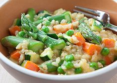 Um saboroso risoto primavera de arroz integral - Dieta e Nutrição