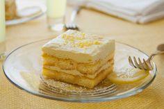 Nonna's Limoncello Tiramisu - Delicious! Lemoncello Tiramisu, Lemoncello Dessert, Lemon Tiramisu, Tiramisu Fruits, Tiramisu Mascarpone, Tiramisu Cake, Italian Desserts, Italian Recipes, Lemon Desserts
