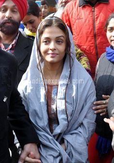 Aishwarya Rai Bachchan offers prayers at Golden Temple, Amritsar. #Bollywood #Fashion #Style #Beauty #Spirituality