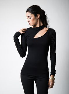 Schwarz aus Schulter Sexy Woman Shirt Off-Shoulder-Top schwarzes Hemd Womens Shirt Cold Shoulder Top Open Shoulder Shirt Cut Out Top, Party Tops, Mode Style, Blouse Designs, Blouses For Women, Women's Blouses, Black Tops, Long Sleeve Tops, How To Wear