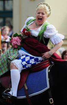65 Festive Snaps From Oktoberfest's Wild Opening Weekend Weekender, Opening Weekend, Festive, Germany, Photography, Wallpaper, Jeans, Style, Food
