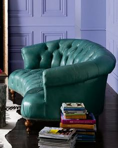 """i lurrve this curvy leather turquoise fab couch - oh and look at the pretty """"friends"""" purple wall back there!  :)"""