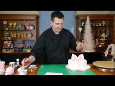 Round Bow Cake lesson 6  bow on cake - Cake Decorating with Paul Bradford