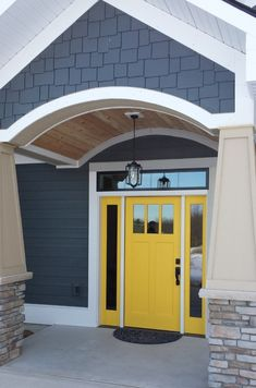 Farmhouse front door country style curb appeal 60 Ideas for 2019 Yellow Front Doors, Painted Front Doors, Front Door Colors, Door Paint Colors, Exterior Paint Colors For House, House Colors, Exterior Colors, House Front Door, Glass Front Door