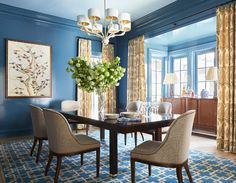 Decorating Goals: Andrew Howard Interior Design A vibrant blue dining room with lacquered walls. The brown paisley curtains hung on iron hardware are a gorgeous touch. Dining Room Curtains, Dining Chairs, Dining Table, Dining Rooms, Kitchen Curtains, White Oak Kitchen, Luxury Interior, Interior Design, Eclectic Design