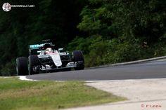 Mercedes lidera con autoridad los primeros libres de Hungría  #F1 #HungarianGP
