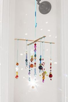 Hang this mobile in a light-filled window to really let it glimmer and glow. Just be sure to keep it out of reach of little kids; the beads are a choking hazard. light crafts for kids 5 Solar-Powered Crafts and Activities Cute Crafts, Bead Crafts, Arts And Crafts, Diy Crafts, Simple Crafts, Quick Crafts, Yarn Crafts, Paper Crafts, Mobiles