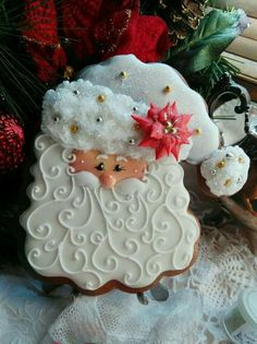 19 Ideas For Painting Christmas Cookies Decorating Ideas Santa Cookies, Christmas Sugar Cookies, Galletas Cookies, Iced Cookies, Christmas Sweets, Cute Cookies, Noel Christmas, Cookies Et Biscuits, Holiday Cookies