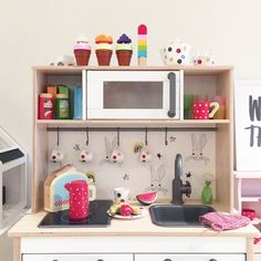 Play kitchen from Instagram @alfiewildloves #duktigkitchen #playkitchen #childskitchen