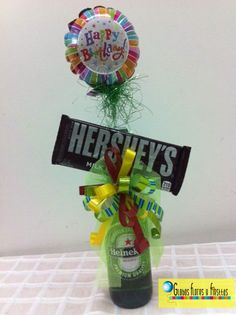Cerveza Decorada Candy Bouquet, Balloon Bouquet, Diy Y Manualidades, Balloon Arrangements, Father's Day Diy, Candy Party, Craft Party, Paper Decorations, Happy Fathers Day