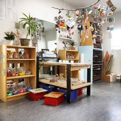 """Brentwood Preschool (@brentwoodpreschool) posted on Instagram: """"In the atelier, we hope our children develop an appreciation for art as they explore, create, and make discoveries. Our open-ended collage…"""" • Jan 12, 2018 at 2:46am UTC Family Engagement, Us Open, Discovery, Appreciation, Bookcase, Preschool, Collage, Explore, Create"""