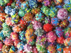 making fabric beads with a cotton ball base quiltrobin. Pretty, and a cute idea. But I would probably never use fabric to make beads. Fabric Beads, Paper Beads, Fabric Art, Fabric Scraps, Cotton Fabric, Textile Jewelry, Fabric Jewelry, Jewellery, Bead Crafts
