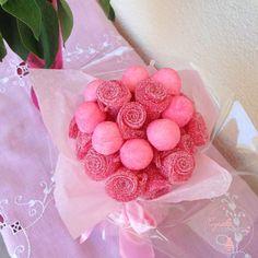 Bouquet bonbon 4 - Weddings: Dresses, Engagement Rings, and Ideas Food Bouquet, Diy Bouquet, Candy Bouquet, Buffet Party, Bon Bon Candy, Homemade Gummy Bears, Candy Wafers, Bar A Bonbon, Edible Bouquets