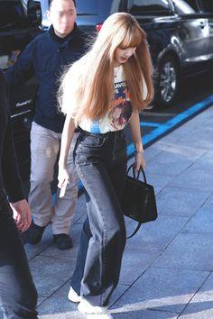 Lisa Blackpink Fashion airport Lisa Lalisa Manoban [lalalalisa_m] Blackpink Lisa, Jennie Blackpink, Blackpink Fashion, Korean Fashion, Fashion Outfits, Square Two, Jenny Kim, Ropa Hip Hop, Kim Jisoo