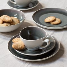 Nothing beats a biscuit and a cup of afternoon tea, Clara thinks. In shops now. Plates, price DKK 29,90 / SEK 39,90 / NOK 38,80 / EUR 4,20 / GBP 3.79 / ISK 689  #whilesupplieslast #plates #cups #tablesetting #placesetting #kitchen #dining #sostrenegrene #søstrenegrene #grenehome