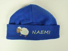 Kindermütze, Fleece Mütze Schaf *mit Namen* von HEXEnART auf DaWanda.com