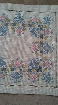 This Pin was discovered by Ful Just Cross Stitch, Cross Stitch Borders, Cross Stitch Art, Cross Stitch Designs, Cross Stitching, Cross Stitch Embroidery, Embroidery Patterns, Hand Embroidery, Cross Stitch Patterns