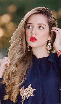 Petite Fashion Tips .Petite Fashion Tips Beautiful Girl Makeup, Beautiful Girl Photo, Beautiful Lips, Stylish Girls Photos, Stylish Girl Pic, Henna, Beautiful Pakistani Dresses, Stylish Dpz, Photography Poses Women