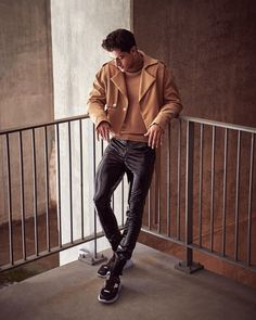 Everthing that turns me on. Leather Fashion, Mens Fashion, Style Fashion, Mens Crop Top, Mens Leather Pants, Men's Leather, Casual Outfits, Men Casual, Male Outfits