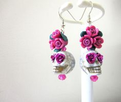 Sugar Skull Earrings Day Of The Dead Jewelry Gray Fuschia Pagan Jewelry, Etsy Jewelry, Jewelry Crafts, Beaded Jewelry, Jewelry Ideas, Halloween Earrings, Halloween Jewelry, Holiday Jewelry, Sugar Skull Jewelry