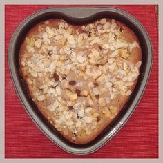 Vollwertiger Bratapfel-Kuchen  Rezept abgewandelt von: https://m.alnatura.de/de-de/kochen-und-geniessen/rezeptsuche/bratapfel-muffins  Statt Apfelsaft: Wassed Statt Zucker: Xucker und Agavendicksaft Statf Weizenmehl: Dinkelvollkornmehl