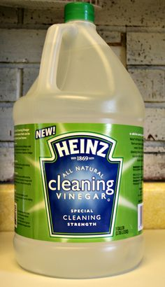 A pinner said: I'm moving out of my apartment and just cleaned my entire place with nothing but a gallon of white vinegar, a small box of baking soda, a little dish detergent, and water. It worked better than any other commercial cleaner, and it worked for EVERYTHING. I'm never cleaning with anything else again- though in the future I'll use scented vinegar Homemade Cleaning Products, Household Cleaning Tips, House Cleaning Tips, Natural Cleaning Products, Cleaning Hacks, Cleaning Vinegar, Kitchen Cleaning, Cleaning Recipes, Kitchen Tips