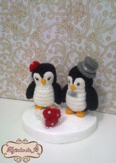 O pinguim quando encontra sua parceira é fiel a ela para sempre, um topo de bolo de pinguins representa fidelidade, amor e companheirismo. Vai ficar lindo em sua festa!