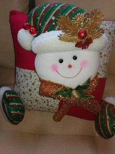 Stephy García Ferrer's media content and analytics Christmas Cushion Covers, Christmas Cushions, Diy And Crafts, Crafts For Kids, Merry Christmas, Christmas Ornaments, Sewing Pillows, Christmas Stockings, Santa
