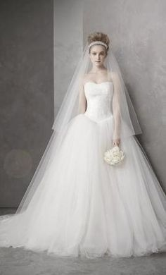 Vera Wang White VW351135: buy this dress for a fraction of the salon price on PreOwnedWeddingDresses.com