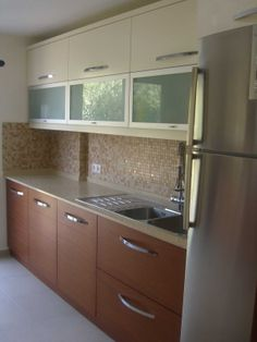 Home decor homedecor Kitchen Cupboard Designs, Kitchen Cabinets Decor, Home Decor Kitchen, Interior Design Kitchen, Interior Modern, Parallel Kitchen Design, Kitchen Colour Combination, Kitchen Modular, Contemporary Kitchen Design