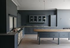 Dark blue kitchen with centre table work surface and aga kitchen. Kitchen Inspirations, Plain English Kitchen, English Design, Kitchen Styling, Beautiful Kitchens, Kitchen Interior, Dark Blue Kitchens, Aga Kitchen, Chart House