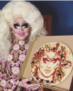 Trixie Mattel with a Trixie pizza!!!