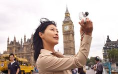 """M2 D2 A record number of Chinese citizens visited Britain last year, official   figures show, as the """"Olympics effect"""" lured tourists to the capital."""