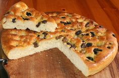 Focaccia is a flat oven-baked Italian bread product similar in style and texture to pizza doughs. It may be topped with herbs or other ingredients Bread Maker Recipes, Easy Bread Recipes, Flour Recipes, Chef Recipes, Italian Recipes, Low Carb Recipes, Focaccia Bread Recipe, Oven Baked, Baking