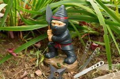 Ninja Zwerg #Gartenzwerg #zwerg #Gartendeko #dekoration #gartengestaltung  #gartendesign #gartenarbeit