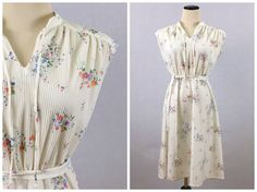 White Floral Sundress - Spring Dress - Size Small / Medium White Pleated Dress - Vintage 1980s Summer Dress