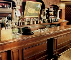old saloon bar picture/ mirror in the middle Western Saloon, Western Bar, Old West Saloon, Western Store, Antique Bar, Vintage Bar, Western Homes, Basement Renovations, Le Far West