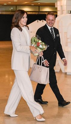 Crown Princess Mary of Denmark looks chic in a pastel trouser suit as she arrived at the Helsinki city hall with Mayor of Helsinki, Jan Vapaavuori, pictured, and was given flowers on her arrival which she carried. Greek Royal Family, Royal Family Trees, Denmark Royal Family, Danish Royal Family, Royal Families Of Europe, British Royal Families, Crown Princess Mary, Princess Kate, Marie Chantal Of Greece