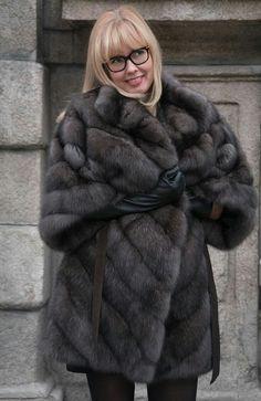 Sable Fur Coat, Fox Fur Coat, Fur Coats, Fur Fashion, Fashion Photo, Sexy Women, Women Wear, Mens Fur, Sheepskin Coat