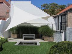 Kwalitatief en duurzaam terrasoverkapping door zonnezeilen op maat van Hoover Concepts