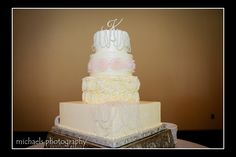 #cake #wedding #white #vintage #antique #cakestand #reception #dessert