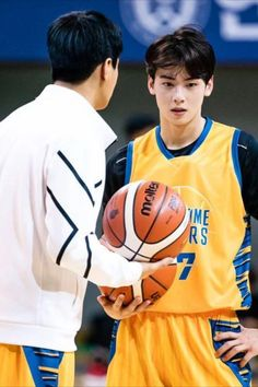 Recently, a series of photos of ASTRO's Cha Eunwoo burning it up on the basketball court have been circulating online and driving everyone wild.