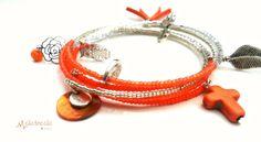 Bracelet 4 tours Orange perles de verre Miyuki argent et tons orange , breloques argentées tréfle, feuille fleur et hibou,pompon : Bracelet par melletincelle-bijoux
