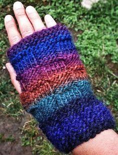 Deep Night Fingerless Gloves 8 or 5 mm Yarn Weight: (6) Super Bulky/Super Chunky