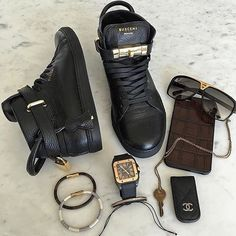Men's Fashion @mensfashion.magazine - Accessories ✨ Follow @the...Yooying